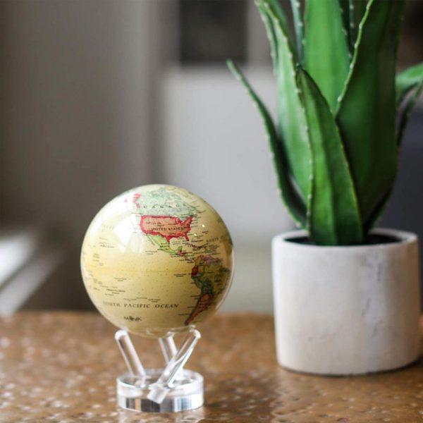 Globe antique beige par mova, mappemonde