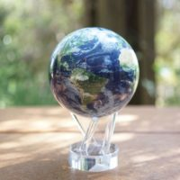 """Globe terrestre 4,5"""" Mova, terre avec nuages d'après images satellites de la Nasa"""
